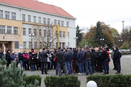 Закарпатські підприємці влаштували страйк під стінами ОДА