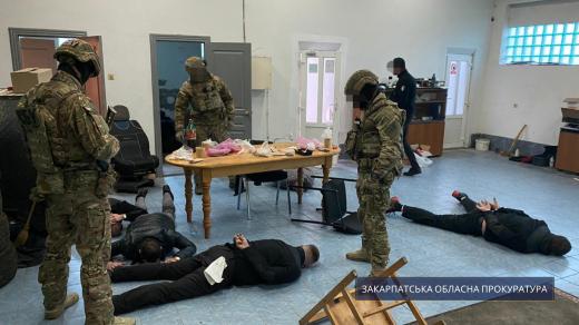 На хабарі викрили особу з числа керівництва Закарпатського НДЕКЦ МВС України (фотофакт)