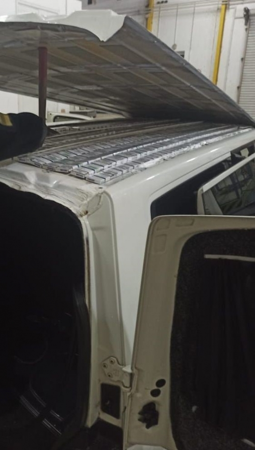 На Закарпатті у даху автівки знайшли контрабандні цигарки