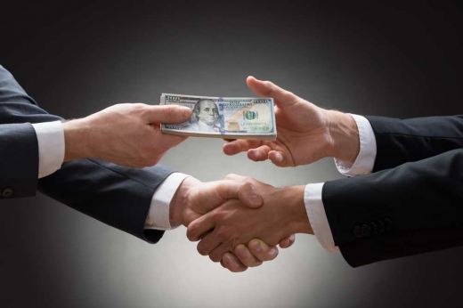 На Закарпатті двом посадовцям обрано запобіжні заходи за вимагання «відкату» у понад пів мільйона гривень