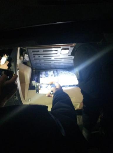 """У ПП """"Лужанка"""" громадянин Молдови залишився без позашляховика через контрабандні цигарки"""