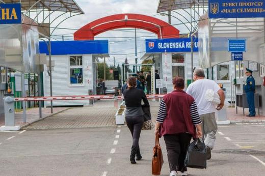 Словаччина вводить обмеження на в'їзд, один пункт пропуску закриють