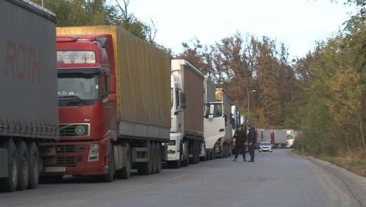 На українсько-словацькому кордоні кілька днів черга з 300 вантажівок (ВІДЕО)
