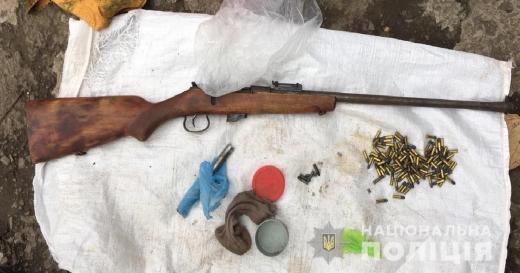 На Мукачівщині у помешканні чоловіка, який причетний до крадіжки, знайшли рушницю і набої