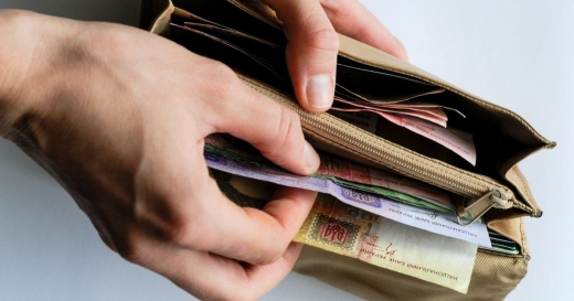 Мінімальна та середня зарплати в Україні: на які зміни чекати в 2021 році