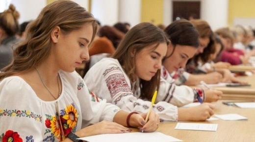 Сьогодні в Україні писатимуть XX Радіодиктант національної єдності