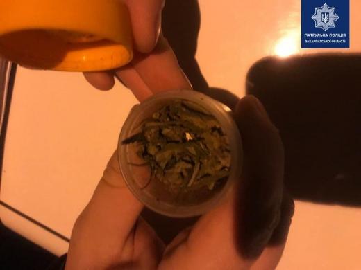 Протягом минулого тижня патрульні кілька разів виявляли, ймовірно, наркотичні речовини