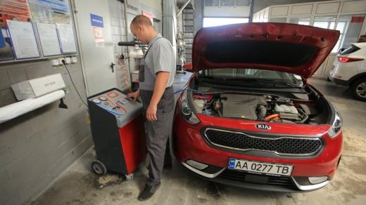 """Законопроект про розмитнення """"євроблях"""" повертає обов'язковий техогляд для приватних авто"""
