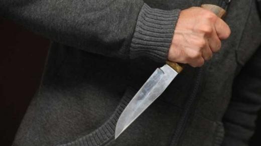 Закарпатець напав з ножем на власного батька