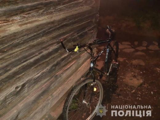 Збив велосипедиста і втік: на Закарпатті розшукали горе-водія