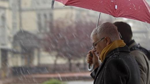 У п'ятницю в Україні буде сухо, а на вихідних – місцями дощ зі снігом