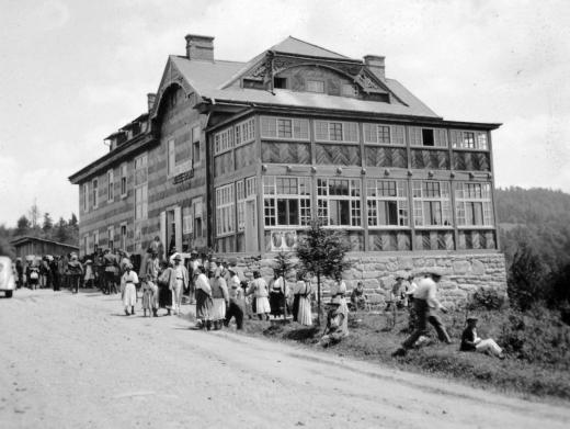"""Як виглядав 100 років тому стильний готель """"Спорт"""" на перевалі в Ужку (ФОТО)"""