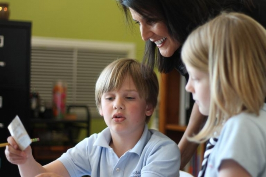 Чи може дитина відвідувати школу, якщо у родині COVID-19 — відповідь педіатра