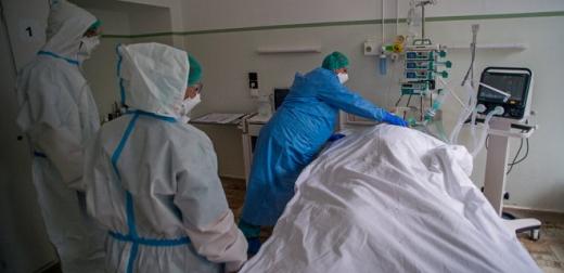 На Закарпатті за минулу добу померло 5 осіб від COVID-19, 382 нових хворих