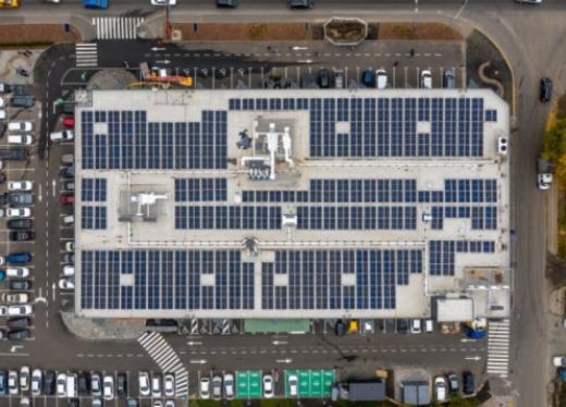 На даху — сонячні панелі, а візки з перероблених мотузок. В Україні є перший супермаркет на «зелених» технологіях