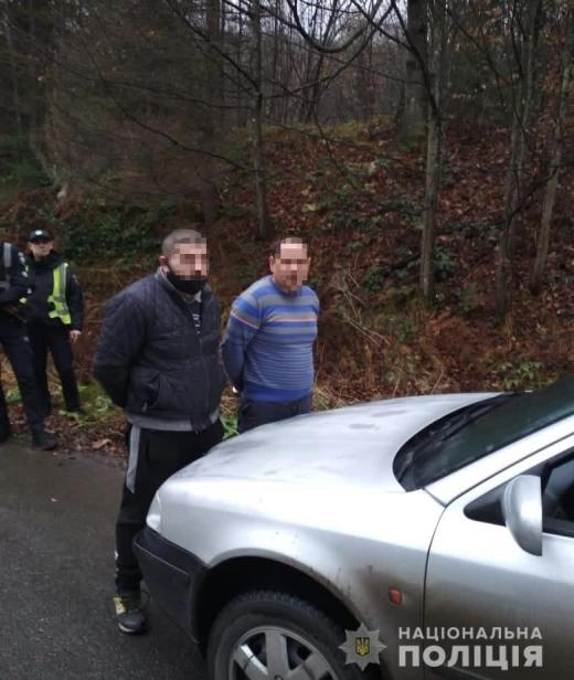 На Закарпатті поліцейські затримали двох зловмисників, які скоїли розбійний напад