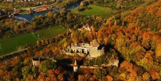 В мережі опублікували відео осіннього краєвиду навколо Невицького замку