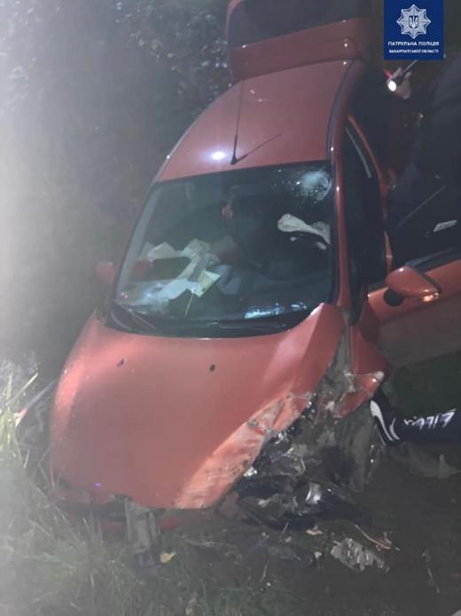 В Мукачеві авто з нетверезою водійкою опинилося в кюветі