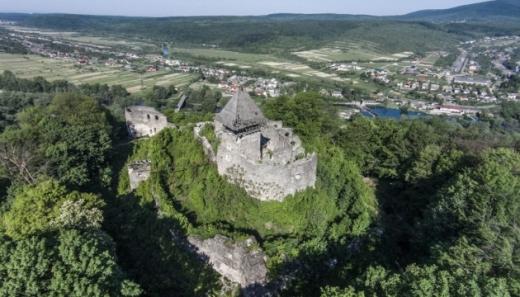 Під час реконструкції Невицького замку було знайдено середньовічні артефакти
