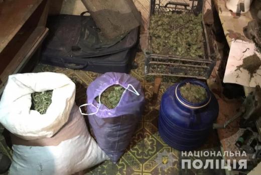На Мукачівщині правоохоронці затримали 32-річного чоловіка, який збував наркотики у великих розмірах (ФОТО)