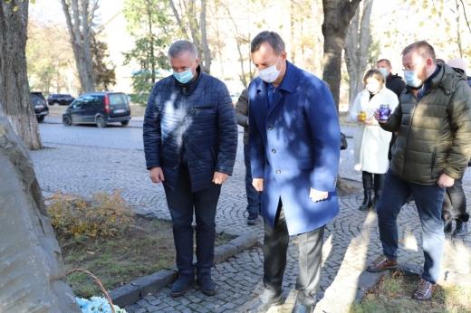 В Ужгороді вшанували пам'ять Героїв Майдану та війни на сході країни (ФОТО)