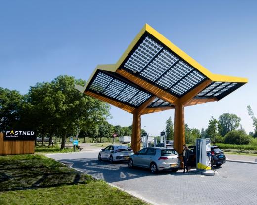 В Івано-Франківську побудують з сонячних панелей заправки для електромобілів