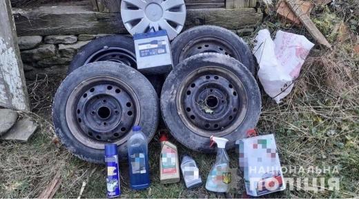Зняв колеса, акумуляторну батарею: 20-річний закарпатець обікрав автомобіль
