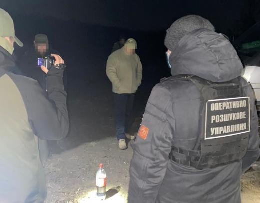 На Закарпатті прикордонник і священик попалися на контрабанді сигарет
