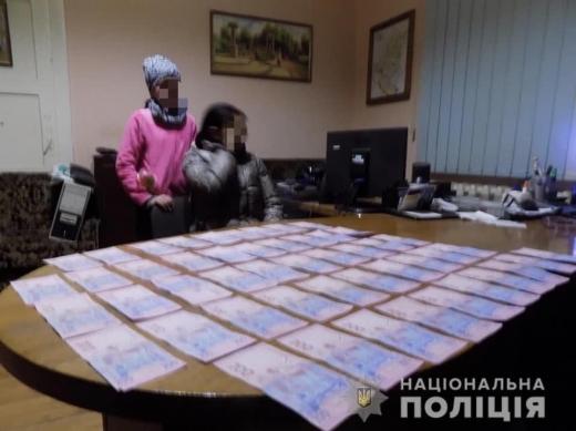 На Закарпатті неповнолітня вкрала у жінки гаманець зі значною сумою
