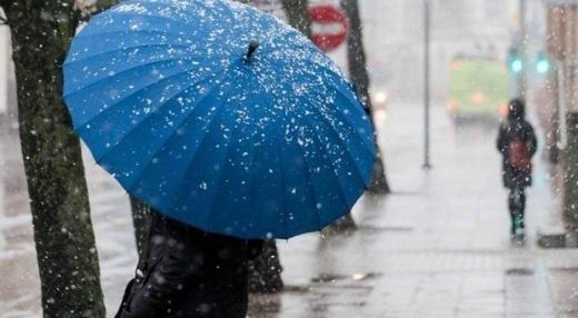 Вихідні в Україні будуть з дощем і снігом