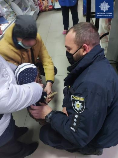 У Мукачеві 2-річна дитина блукала вулицями без верхнього одягу