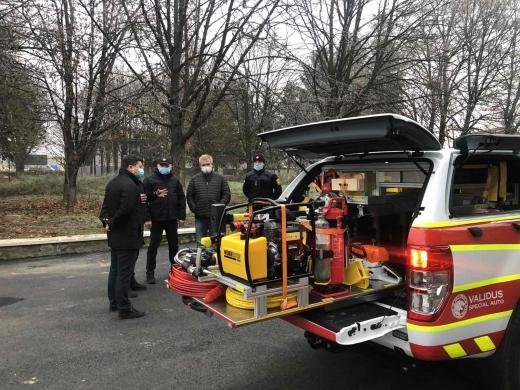 Тячівські та свалявські рятувальники отримали нові спецавтомобілі