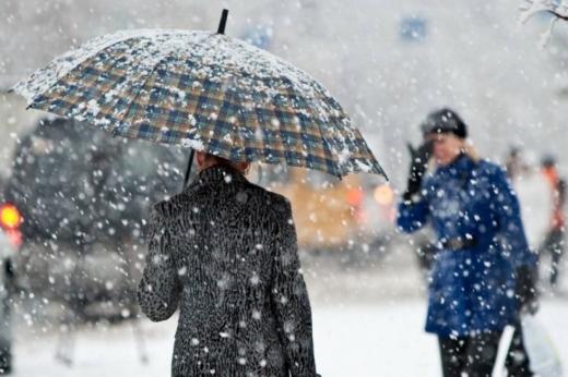 Сильний вітер та мокрий сніг: ДСНС попереджає про погіршення погоди в перший день зими