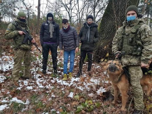 Неподалік села Сторожниця виявили нелегалів