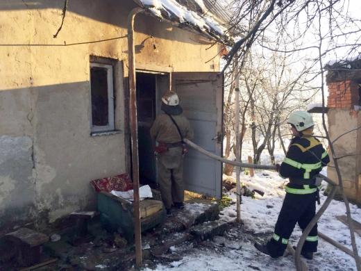 На місці пожежі закарпатські вогнеборці виявили тіло людини