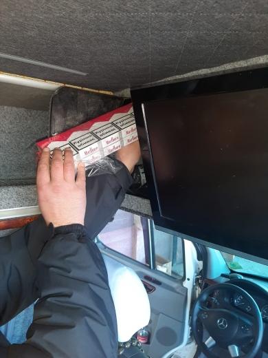 Через спробу дріб'язкової котрабанди закарпатець залишився без мікроавтобуса