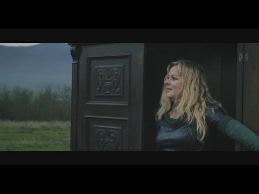 Новий містичний кліп на закарпатську народну пісню презентувала співачка Мирослава Копинець
