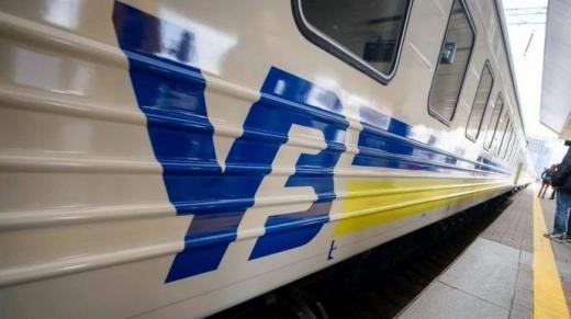 """На новорічні свята """"Укрзалізниця"""" призначила 3 додаткових поїзди"""