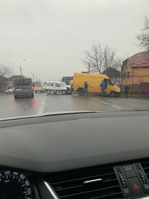 Автопригода на трасі Київ-Чоп: не розминулися дві автівки