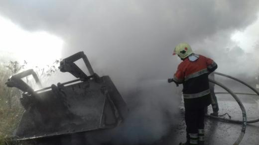 Хустські рятувальники ліквідували загорання трактора
