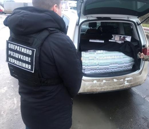 """Дипломатом, у якого у ПП """"Лужанка"""" виявили контрабандні цигарки, виявився угорський ексдепутат"""