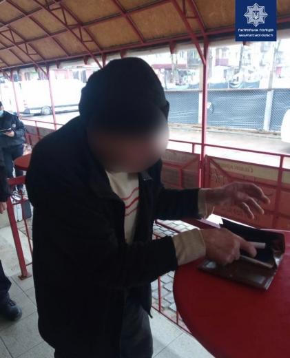 В Ужгороді затримали чоловіка, який погрожував перехожим