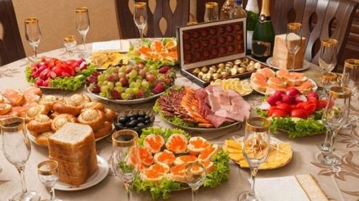 Стало відомо, у скільки українцям обійдеться новорічний стіл