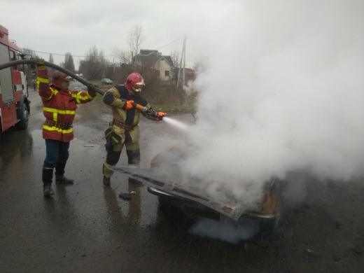 В Ужгороді під час руху загорілася автівка