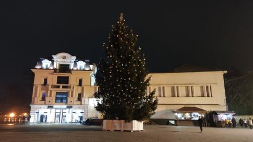 Завтра запалять вогні головної ялинки Ужгорода: буде онлайн-трансляція