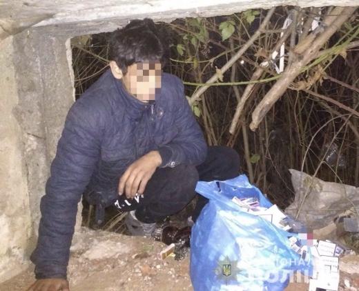 У Сваляві підлітки вкрали з магазину гроші, алкоголь та цигарки (ФОТО)