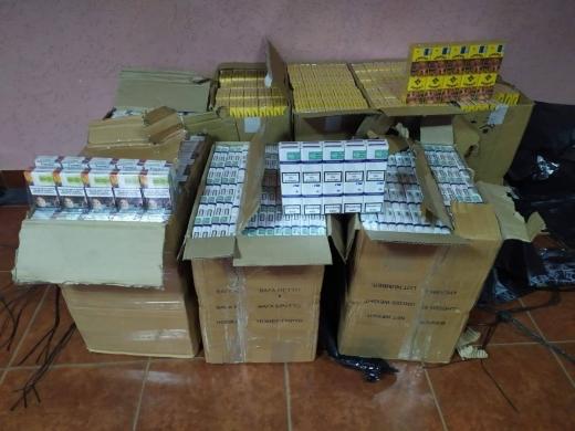 На кордоні з Румунією затримали двох мешканців Рахова з пакунками цигарок (ФОТО)