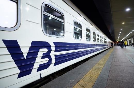 УЗ до зимових свят призначила ще кілька додаткових рейсів поїздів