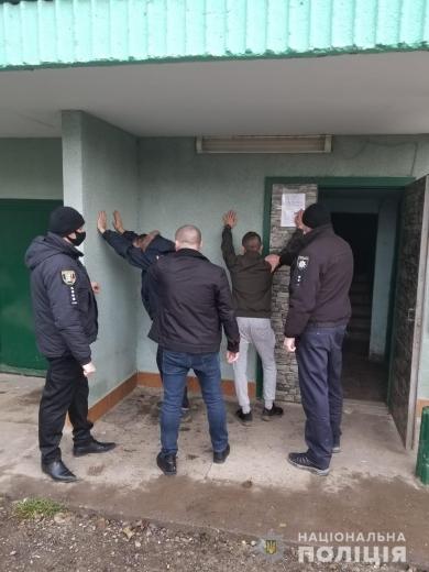 На Тячівщині двоє чоловіків вкрали у пенсіонера автомобіль