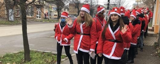 В Ужгороді відбувся традиційний парад Миколайчиків